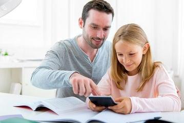 Wechselmodell Vater hilft Tochter